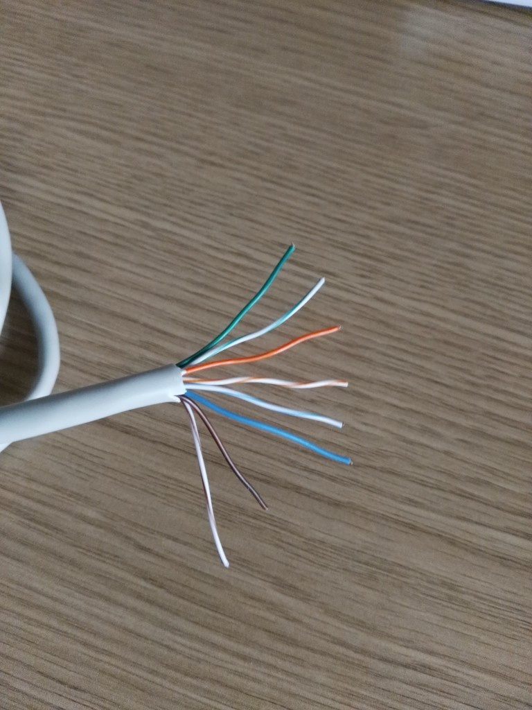 Hilos separados de cable de red