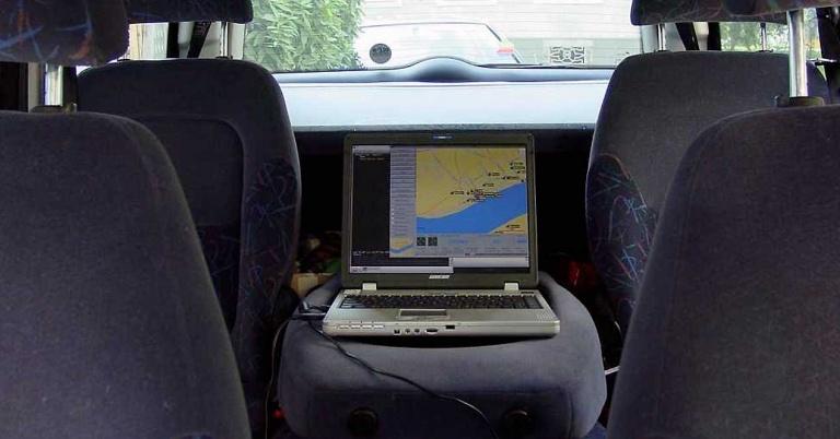 Wardriving, la moda de cazar redes WiFi desde un coche