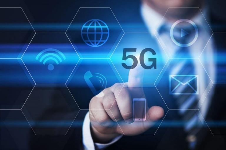 El presidente de Telefónica asegura que el 5G comercial llegará en 2021
