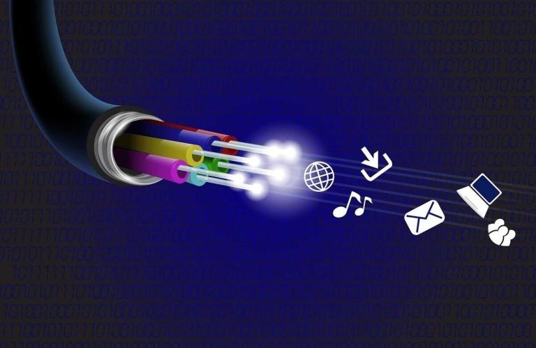 Así se reparte la red de fibra óptica en España