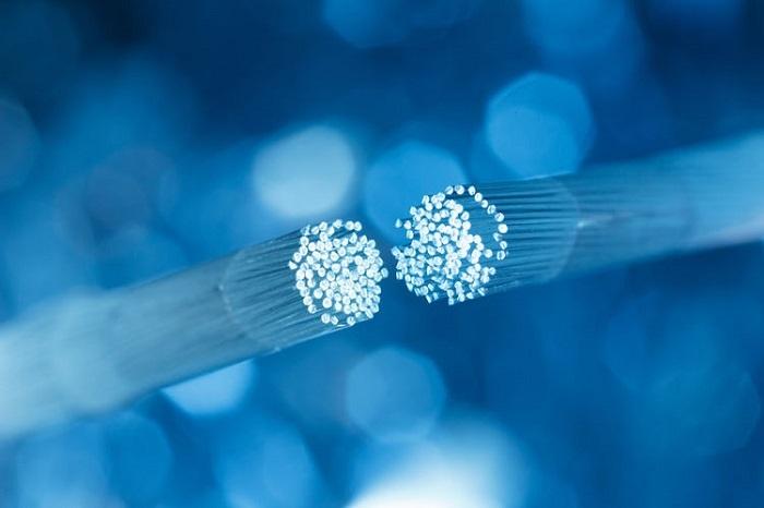 fibra óptica simétrica